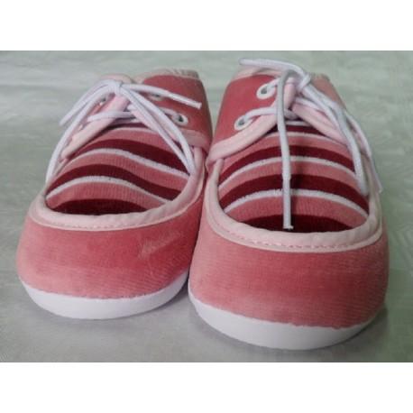 Zapatos primera puesta rosa oscuro recién nacido suela blanda